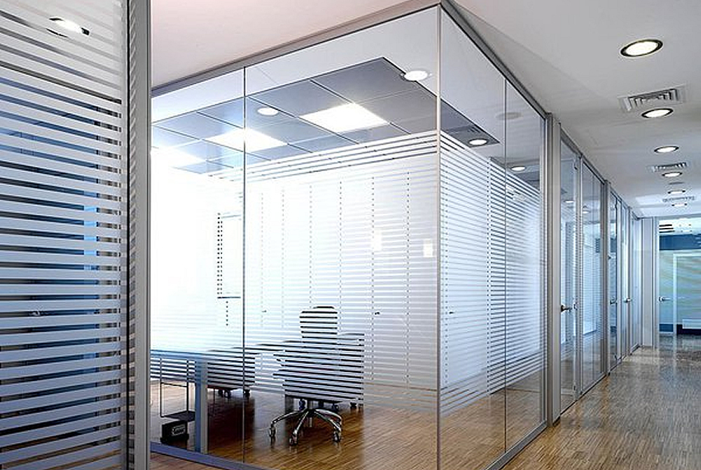 Frameless Glazed Office partitioning